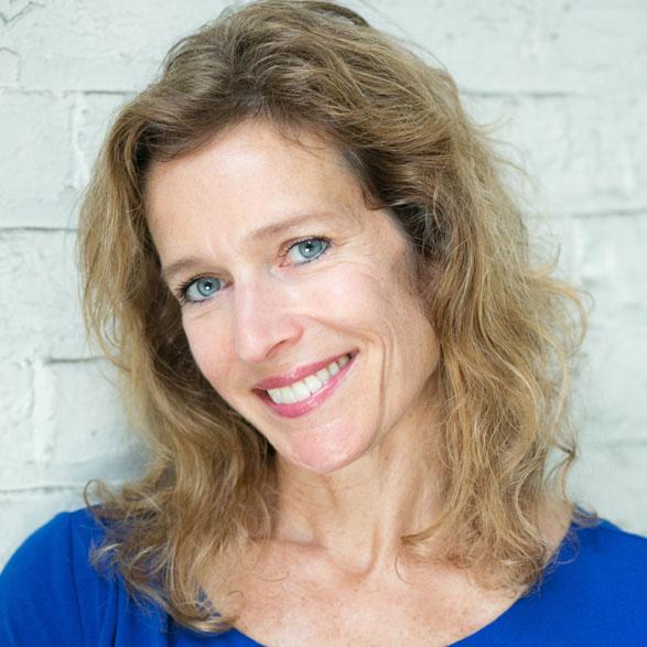 Suzanne Bona Leads Literacy Benefit